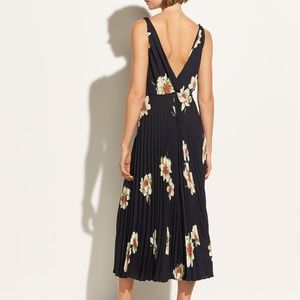 b372fa3d4 VINCE Dresses | Nwt Gardenia Floral Pleated Dress | Poshmark